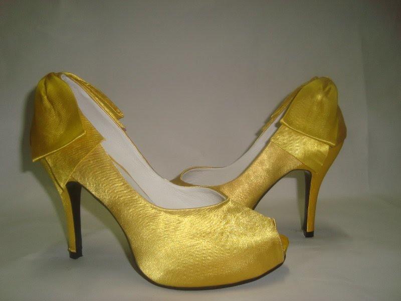 0fe1a76d09f Sapato Laço atras cetim amarelo dourado no Elo7