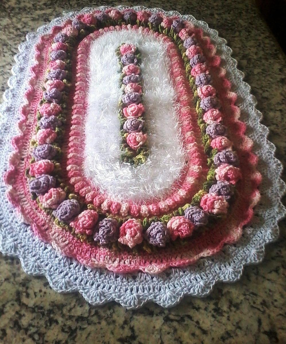 Tapete bot o de rosa denguinhos croche ateli elo7 for Rosa tapete