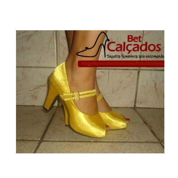 e3c93f58f8 Zoom · Sapato amarelo salto grosso 8